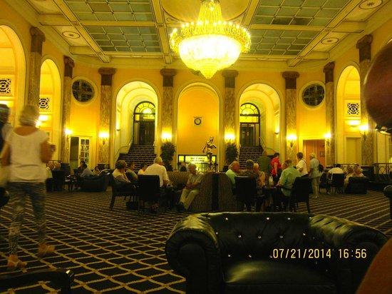 Adelphi Hotel & Spa: Main lounge area