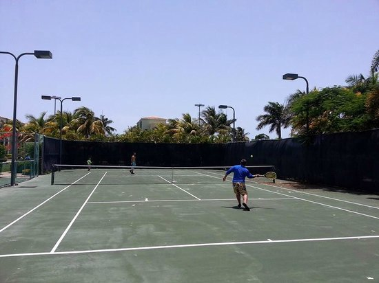 Aquatika Beach Resort: Cancha de tennis