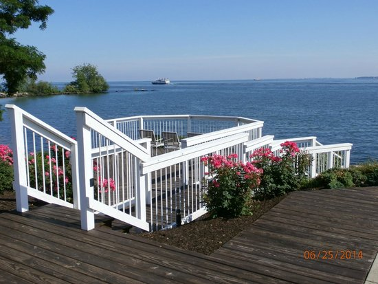 Kelleys Island Venture Resort : Deck view of Lake Erie