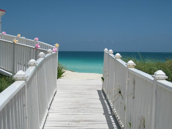 Hotel Playa Cayo Santa Maria: walkway to beach