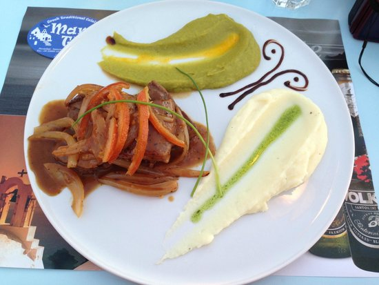 Mama Thira Tavern : Lovely pork dish with candied orange peel
