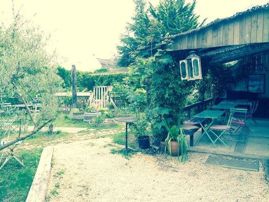Cafe de la Promenade : Le jardin.