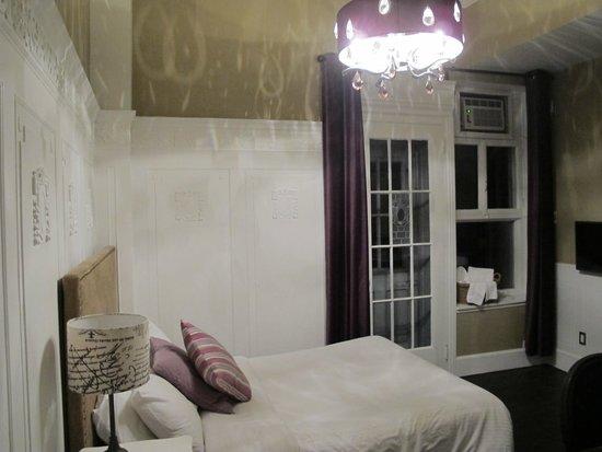 Chateau Fleur de Lys - L'HOTEL: Inside Room 28