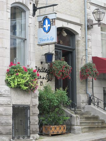 Chateau Fleur de Lys - L'HOTEL: Entryway