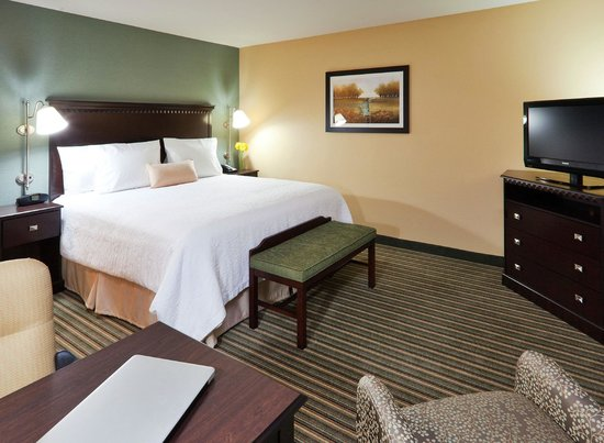 Hampton Inn & Suites Thousand Oaks: Our promise to you includes a clean, comfortable hotel room