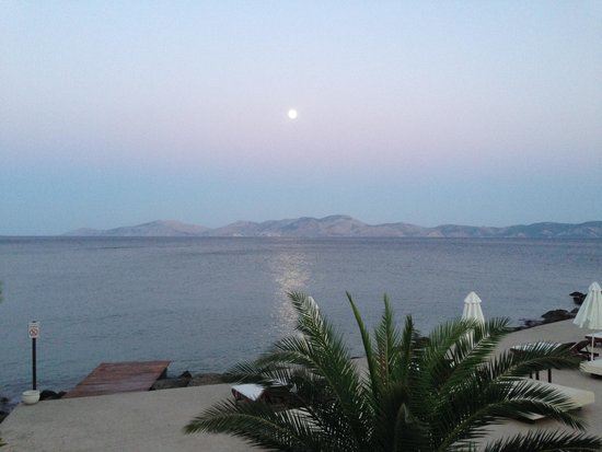 Barcelo Hydra Beach Resort : Moonlight above Hydra