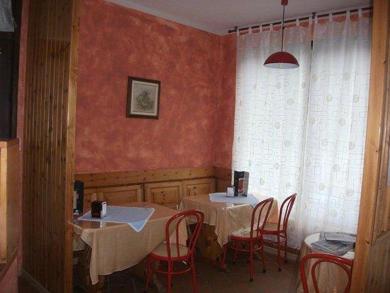 Bar Ristoro Monpey: saletta bar