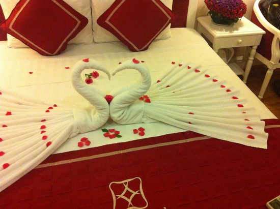 Calypso Grand Hotel: Our bed