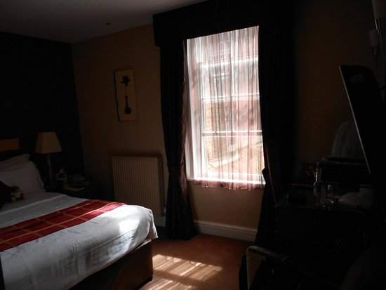 BEST WESTERN PLUS Dean Court Hotel: Bedroom - room 64