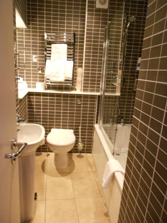 BEST WESTERN PLUS Dean Court Hotel: Bathroom - room 64