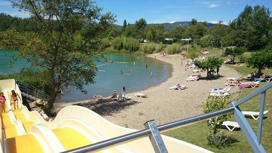 Camping Domaine des Iscles : la plage vu depuis le pentagliss