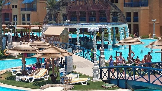 Titanic Beach Spa & Aqua Park: Pool bar
