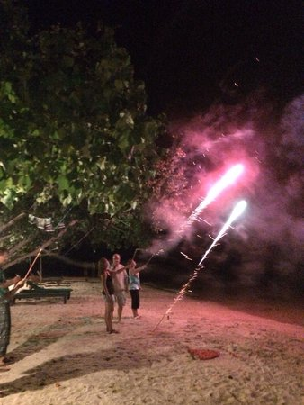 Klong Kloi Cottage: Small fire work on the beach