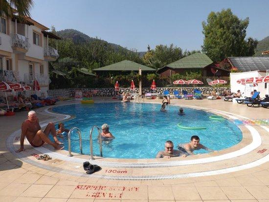Karbel Beach Hotel: Lovely Pool