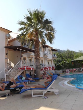 Karbel Beach Hotel: Around the Pool