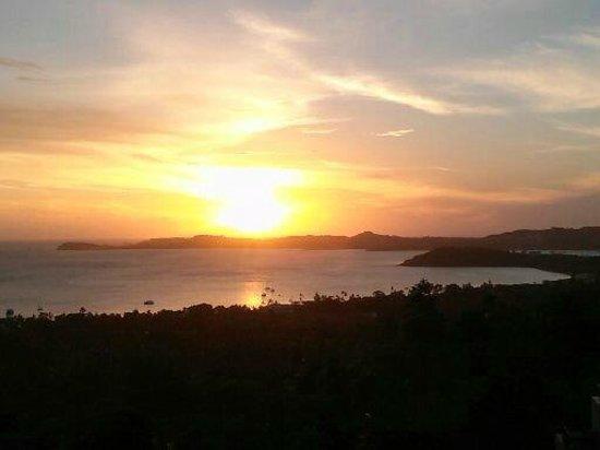 Mantra Samui Resort: שקיעה על המפרץ