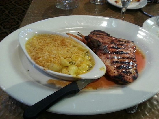 Copper Creek Restaurant : Pork with macaroni and cheese