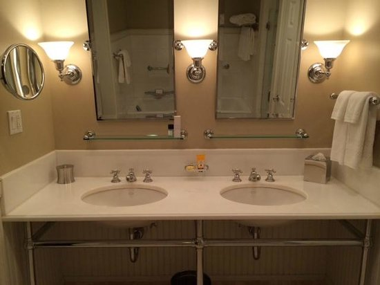 Inn at Perry Cabin by Belmond: double sinks