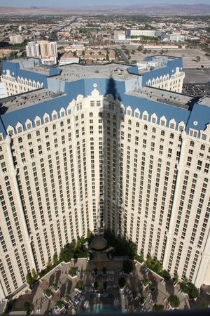 Paris Las Vegas: Vista da área de piscina do hotel (fotografada na torre Eiffel)