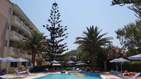 Zakantha Beach Hotel: by the pool