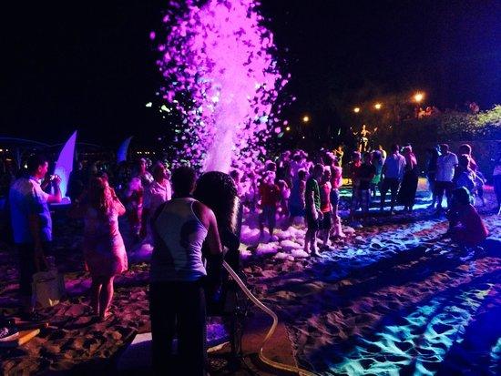 Fantasia Hotel De Luxe : soirée mousse sur la plage !!