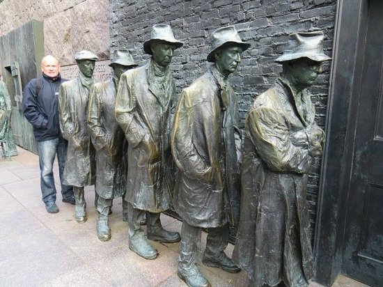Franklin Delano Roosevelt Memorial : Are you sure this is the queue for the rest rooms?