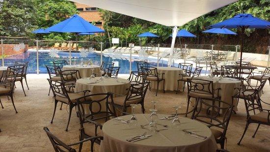Hotel Dann Carlton Belfort: Terraza piscina