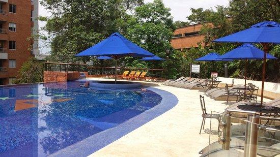 Hotel Dann Carlton Belfort: Terraza piscina 2