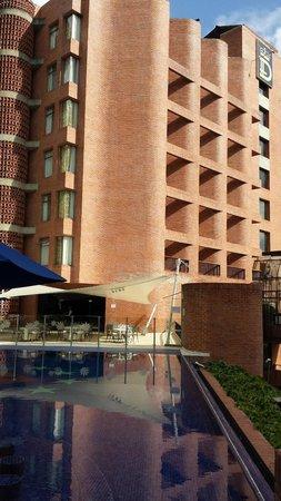 Hotel Dann Carlton Belfort: Terraza Pisicina
