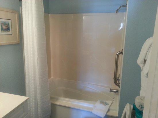 Plantation Resort: master bathroom