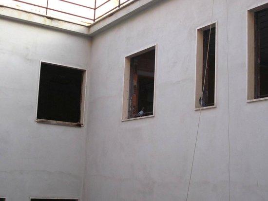 Hotel Adriano: Vista do meu apartamento, casa vazia sem moradores.