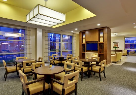 HYATT house Fort Lauderdale Airport & Cruise Port: Lobby Seating Area