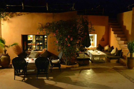 Riad Baoussala : The courtyard at dinner time