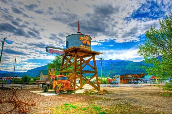 DeMille's Farm Market: Water tower welcomes you to the farm