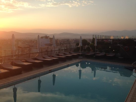 Novotel Athenes: pool on the roof