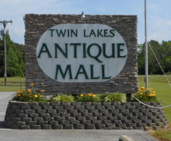 ‪Twin Lakes Antique Mall‬