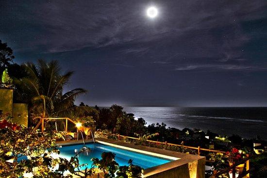 Maitei Hotel: Lua cheia enfeitando o hotel