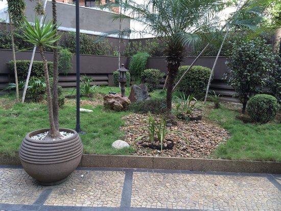 Tryp Sao Paulo Itaim Hotel: Jardim, vista do salão do café da manhã