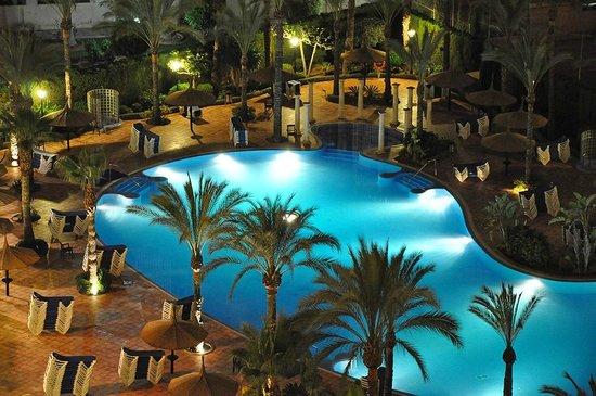 Sol Pelícanos Ocas: The Lagoon Pool at night