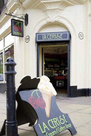 La Cerise front door 199- 201 Great Junction street, Leith