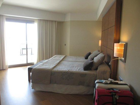 Protur Biomar Gran Hotel & Spa: Bed room - huge bed