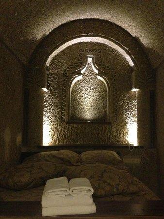 Hidden Cave Hotel: Cama