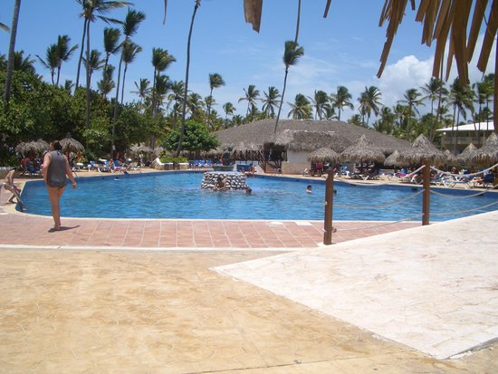 Sirenis Punta Cana Resort Casino & Aquagames: poolside