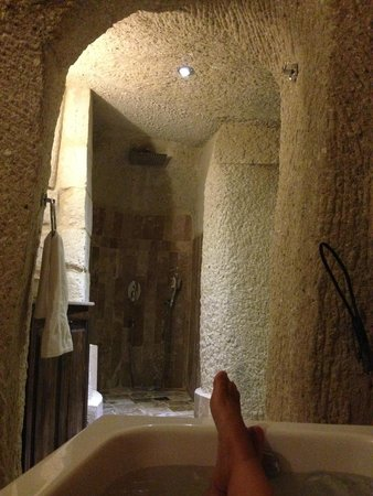 Hidden Cave Hotel: Baño