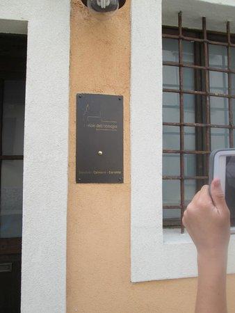 Il Relais della Locanda: Hotel is on a one way street
