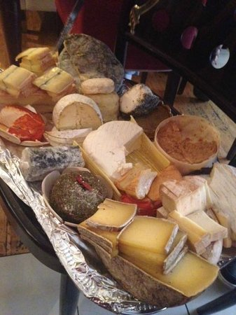 Le Makassar : phenomenal cheese board - just wish I'd had room to try more!