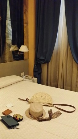 Hotel Atlante Star: Habitacion pequeña