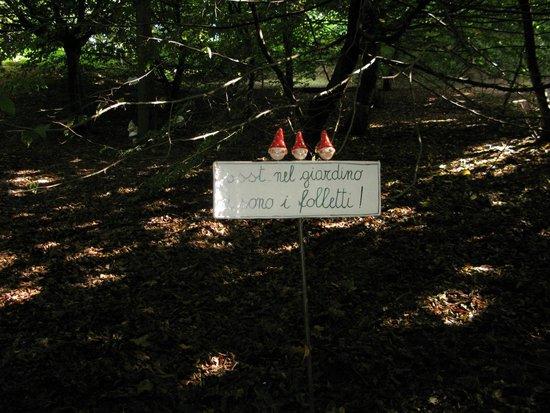 Sentiero nel bosco picture of bed and breakfast il - Il giardino dei semplici manta ...