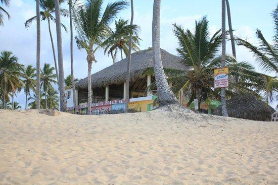 Sirenis Punta Cana Resort Casino & Aquagames: walk along the beach