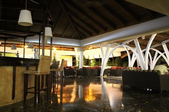 Sirenis Punta Cana Resort Casino & Aquagames: Reception/bar